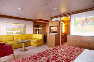 Suite cabin on Carnival Dream