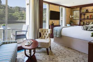 Suite cabin on Queen Isabel
