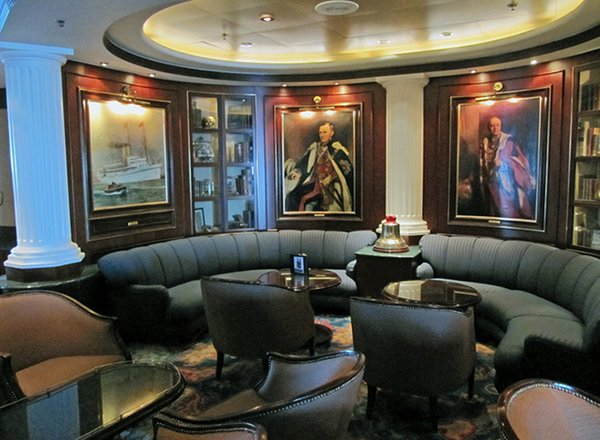 Wheelhouse Bar on Diamond Princess