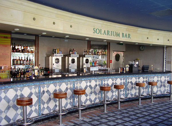 Solarium Bar on Jewel of the Seas