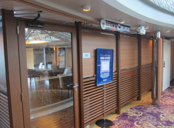 Loyalty Desk on Jewel of the Seas