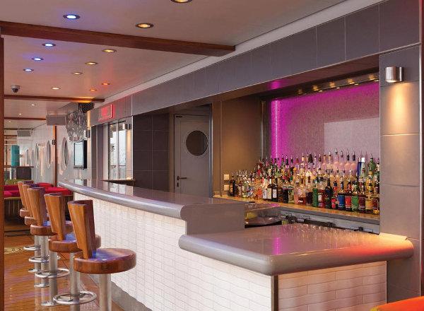 Shaker''s Cocktail Bar on Norwegian Getaway