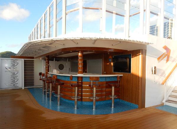 Waves Pool Bar on Norwegian Getaway
