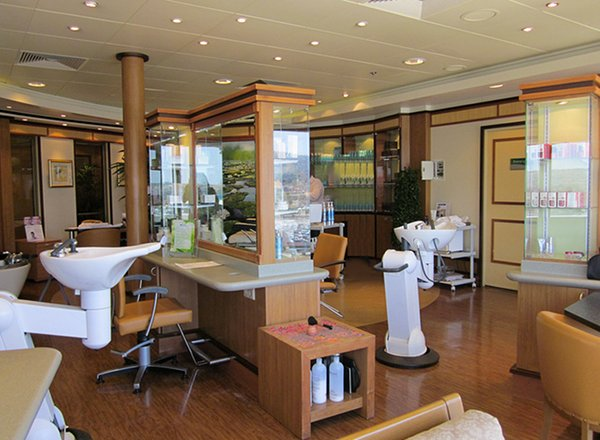 Hair And Beauty Salon on Norwegian Pearl