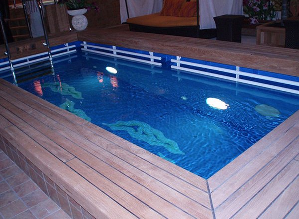 Lap Pool And Jacuzzi on Norwegian Star