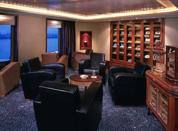 Churchill''s Cigar Lounge on Queen Mary 2