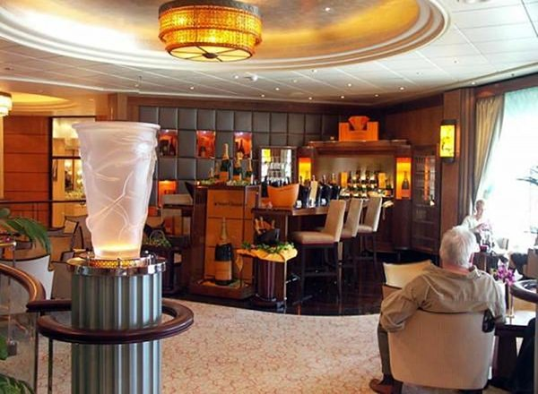 Veuve Clicquot Champagne Bar on Queen Mary 2