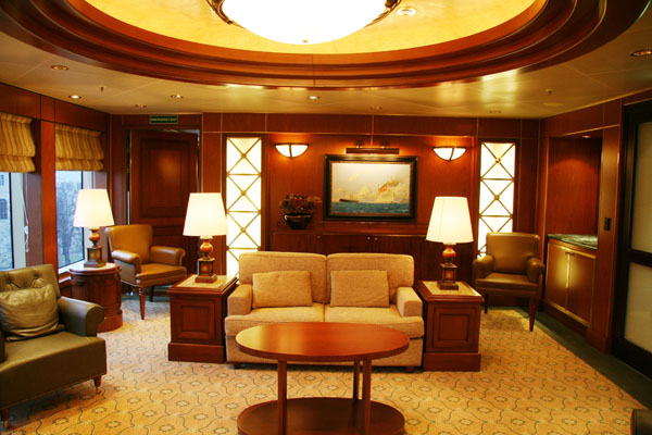 Admiral''s Lounge on Queen Victoria