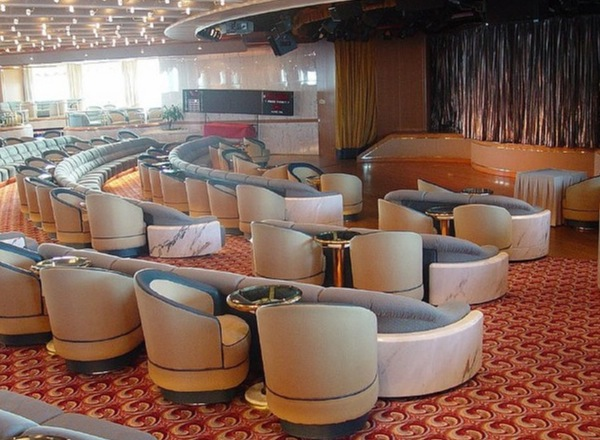 Vista Lounge on Royal Princess