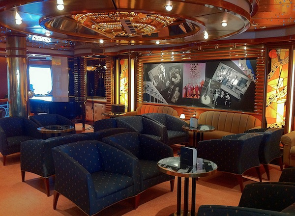 Crooner''s Bar on Royal Princess