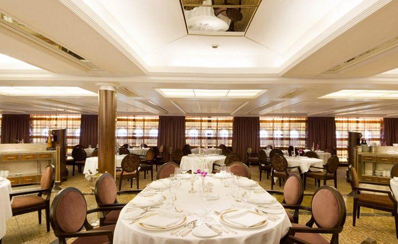Restaurant on Seabourn Quest