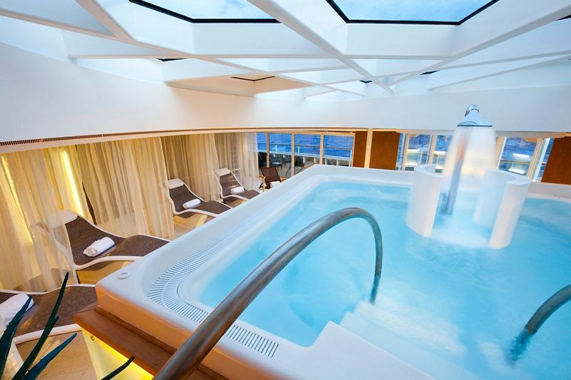 Spa Pool on Seabourn Quest